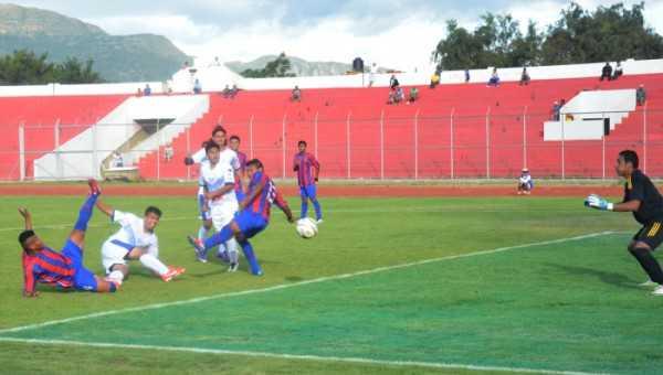 Imagen del gol del empate para García Ágreda. (FOTO: EL PAÍS ONLINE)