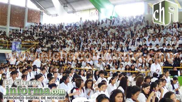 Estudiantes de algunas Unidades Educativas presentes en el acto organizado por el Gobierno Municipal.