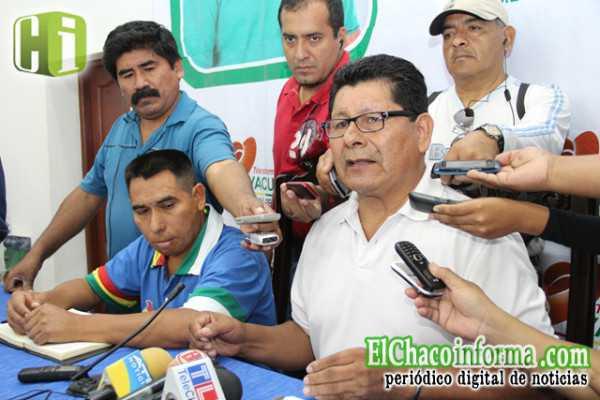 Ángel Durán junto a Lucas Evangelio Cáceres en conferencia de prensa.