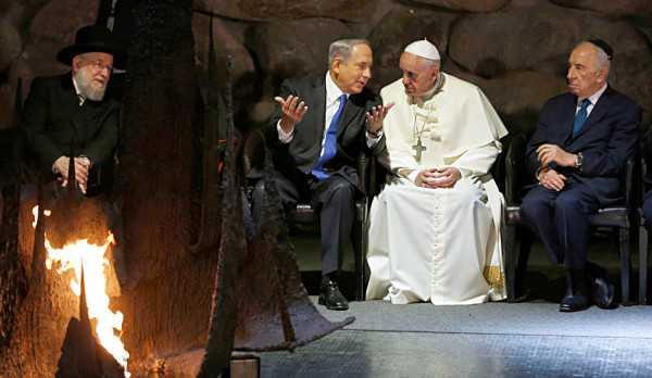 El papa Francisco, junto a Shimon Peres y Benjamin Netanyahu. (FOTO: REUTERS)