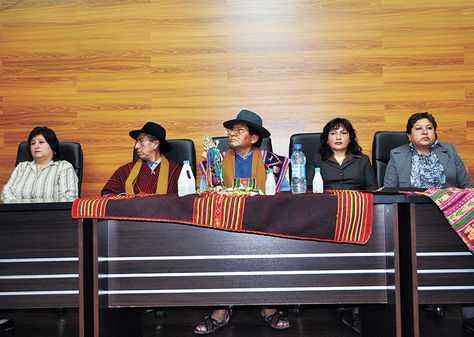 Enjuiciados. Los cinco magistrados del Tribunal Constitucional que tienen procesos en la Asamblea. (FOTO: LA RAZÓN)