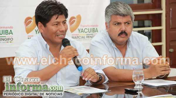 Marcial Rengifo junto al gerente de Servicios Eléctricos Tarija (Setar – Yacuiba), Gonzalo Sosa