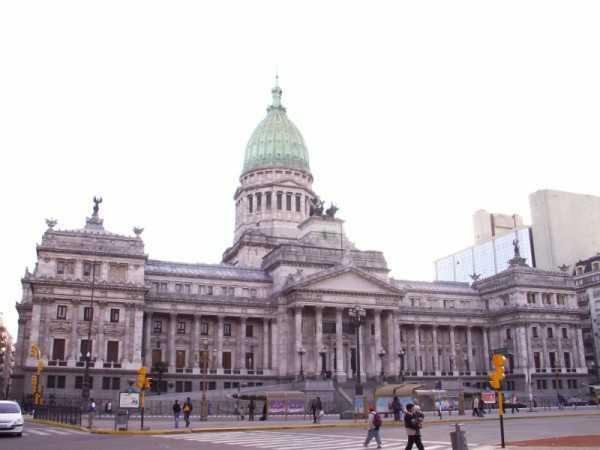 El gobierno realiza el depósito haciendo uso de una ley recientemente aprobada para habilitar una ventanilla de pagos en Buenos Aires y eludir de ese modo el bloqueo impuesto por Griesa.