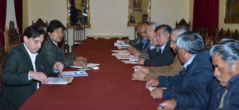 La reunión entre el presidente Evo Morales y los dirigentes de los jubilados. (FOTO: LA RAZÓN)