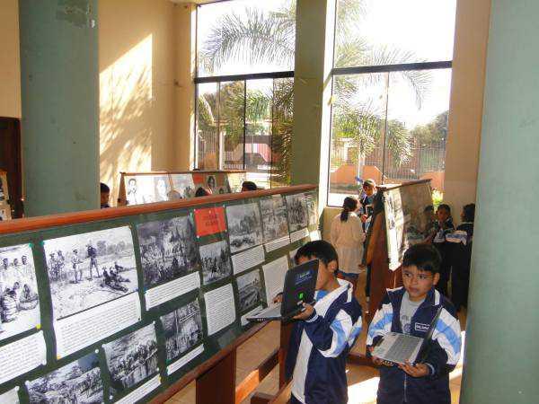 Exposición fotográfica histórica de Yacuiba en el Casino Militar.