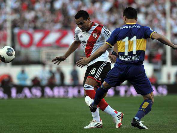 Se juega el primer super clásico por la sudamericana.
