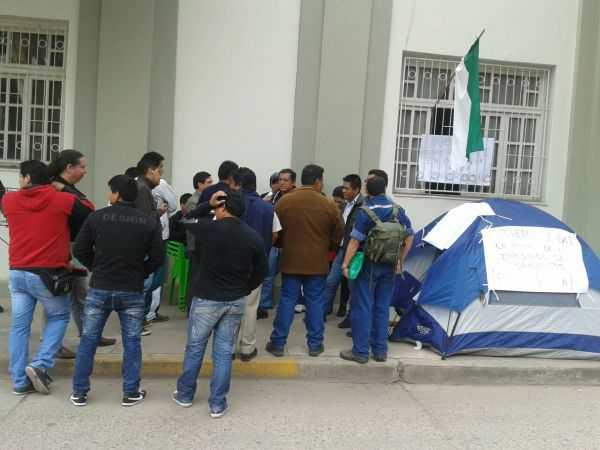 Instante en el que los jóvenes de IG 21 ingresaban en huelga de hambre.