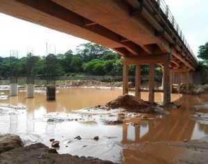 El puente se construye sobre la ruta 34.