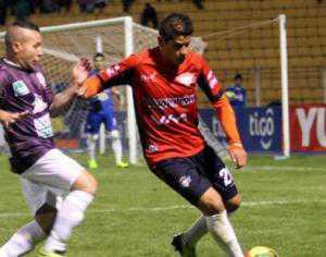 Real Potosí buscó por todos los sectores pero no pudo ante un buen planteamiento de Wilstermann. Se jugó en la Villa Imperial. (Foto: El Deber)