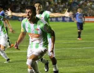 El festejo de Yasmani Duk luego de anotar el gol con el que Oriente extiende su paternidad sobre Blooming. (Foto: El Deber)