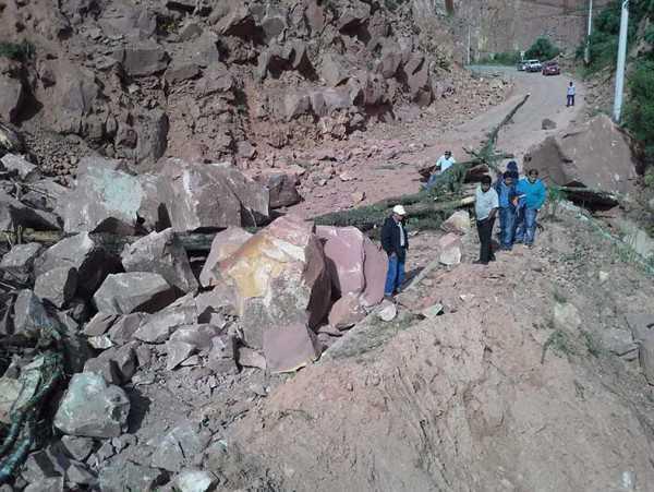 Derrumbes en el tramo conocido como la variante, carretera Tarija-Entre Rios. (Foto: El Periódico Digital)