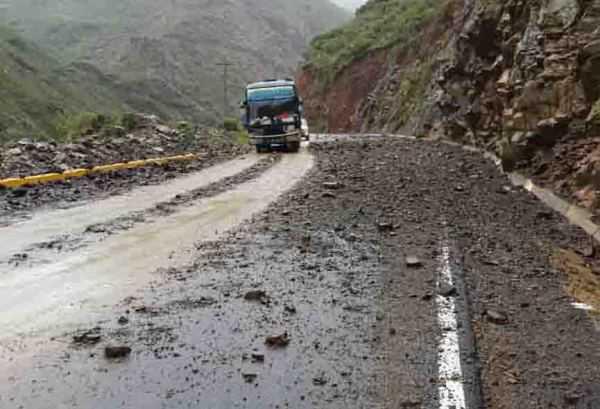 La carretera al chaco y la carretera Tarija-Bermejo se encuentran con derrumbes. (Foto: El Periódico Digital)