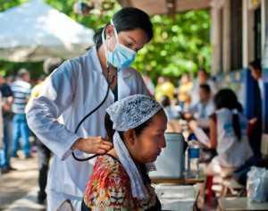 Enviaron 200 médicos a las poblaciones fronterizas para frenar el avance del chicungunya.