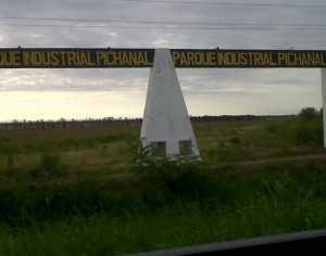 Pórtico de ingreso al parque industrial de Pichanal. (Foto: El tribuno)