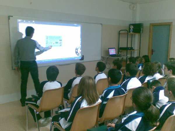 Colegio Nal. Presidente Germán Busch, será el primer establecimiento en Yacuiba en contar con las pizarras interactivas.