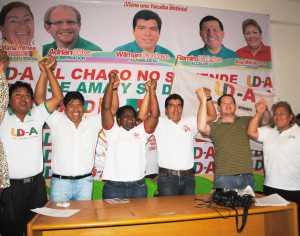 Autoridades electas de UD-A junto a excandidatos que decidieron apoyar a Oliva. (Foto: El Chaqueño)