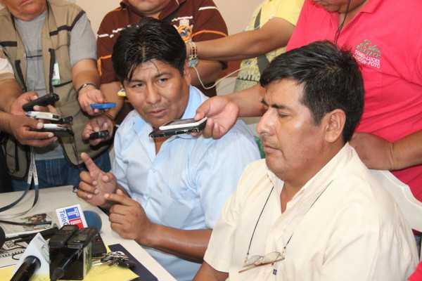 Marcial Rengifo, Viceresidente del Club Petrolero, junto al nuevo Presidente. (Foto: El Chaqueño)