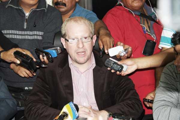 Adrián Oliva, Gobernador de Tarija en conferencia de prensa. (Foto: El Chaqueño)