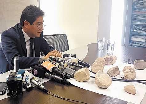 Autoridades de la AJAM mostraron piedras secuestradas en el operativo del 2 de junio. (Foto: La Razón)