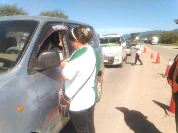 Momentos de los primeros cobros del aporte voluntario. (Foto: El Chaqueño)