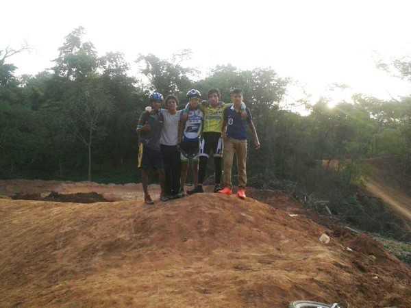 Ciclistas en el circuito de Motocross. (Foto: El Chaqueño)