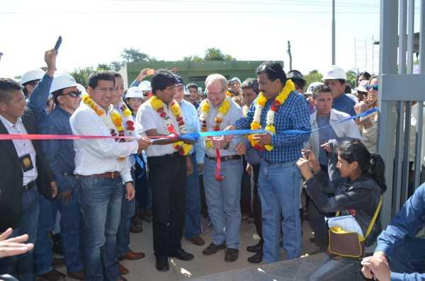 En la entrega del edificio estuvieron diferentes autoridades. (Foto: El Chaqueño))