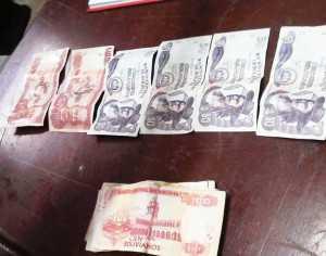 Los billetes falsos fueron mostrados a la prensa. (Foto: El Chaqueño)
