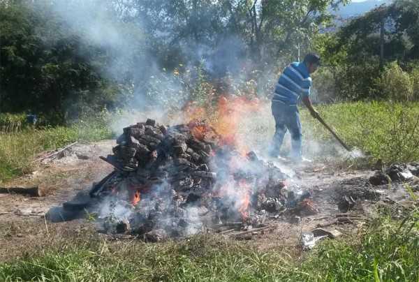 Momentos de la incineración de la droga incautada. (Foto: El Chaqueño)