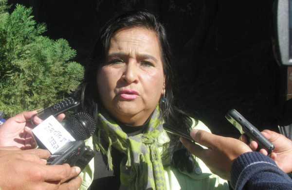 Se vio a la exautoridad Peñaranda muy cercana a los exfuncionarios de la Asamblea. (Foto: El Chaqueño)