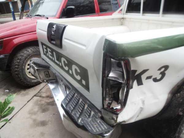 Camioneta de la FELCC, afectada por el choque. (Foto: El Chaqueño)