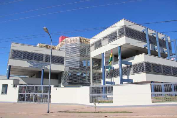 Edificio de la Vicepresidencia de Administración, Contratos y Fiscalización de YPFB. (Foto: El Chaqueño)