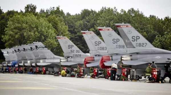 Aviones de combate F-16 en formación durante las recientes maniobras militares de la OTAN en Polonia. (Foto: Reuters)