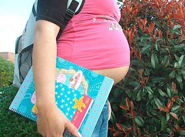 En Villa Montes se registra una media de 7.4 embarazos en adolescentes por año. (Foto referencial)
