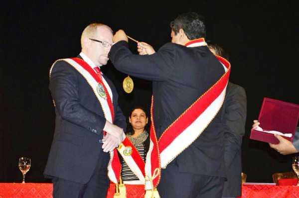 Posesión del Gobernador de Tarija, Adrián Oliva. (Foto: elPeriódico)
