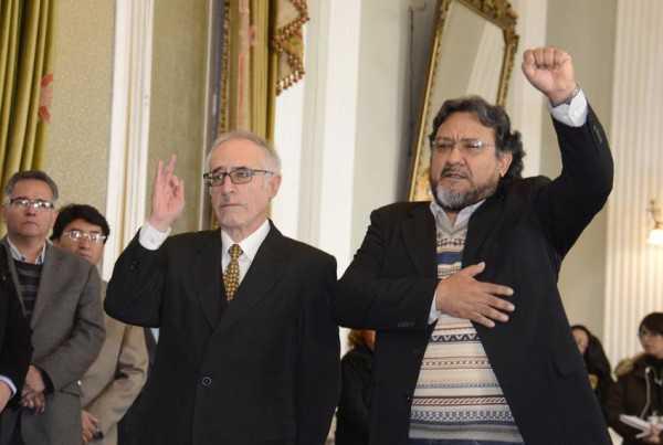 Juan Enrique Jurado y Armando Loayza juraron como nuevos embajadores de Bolivia en Ecuador y en el Vaticano. (Foto: ABI)