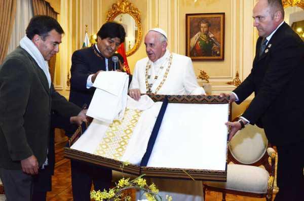 Obsequi entregado a su santidad Francisco I. (Foto: ABI)
