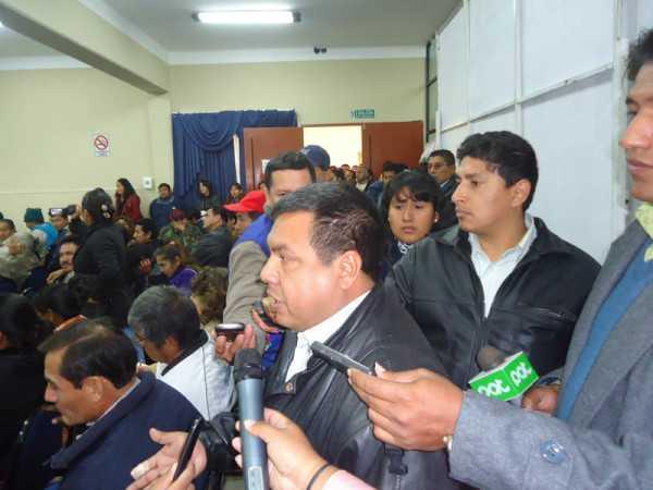 Felipe Moza tratando de justificar la postura del Gobernador respecto al Chaco. (Foto: El Chaqueño)