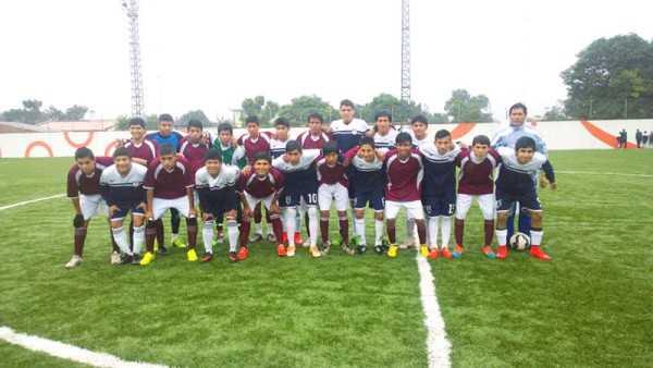 Jugadores de los planteles finalistas Estenssoro y El Palmar. (Foto: El Chaqueño)