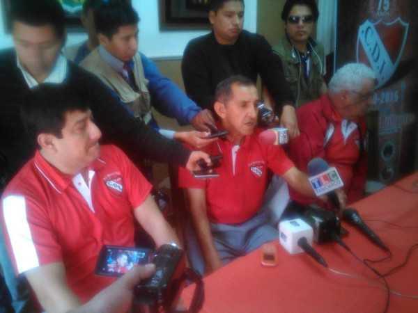 Miembros de la directiva del club Independiente, en conferencia de prensa. (Foto: El Chaqueño)