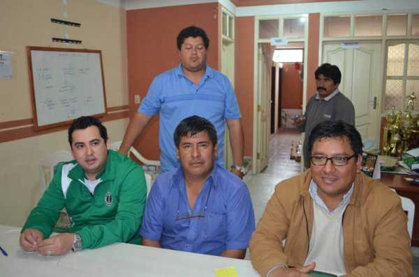 Conferencia de prensa convocada por el directorio de Petrolero del Chaco. (Foto: El Chaqueño)