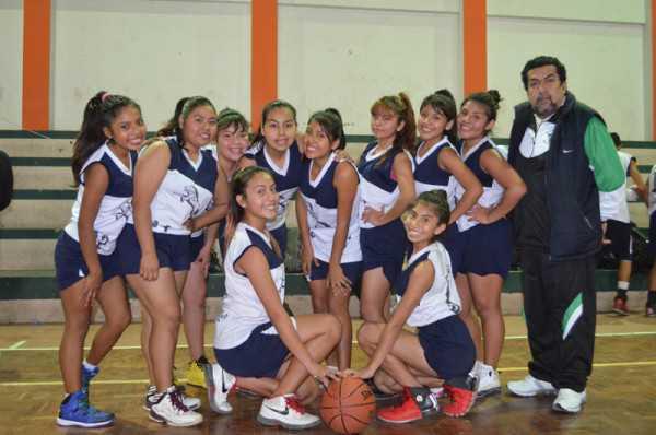 Seleccionadas del colegio Coronel Miguel Estenssoro. (Foto: El Chaqueño)