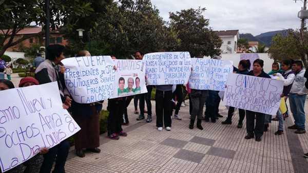 Vecinos del Distrito Uno en apoyo a la Subalcaldesa. (Foto: El Chaqueño)