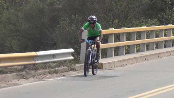 Los estudiantes tuvieron una dura competencia ciclística. (Foto: El Chaqueño)