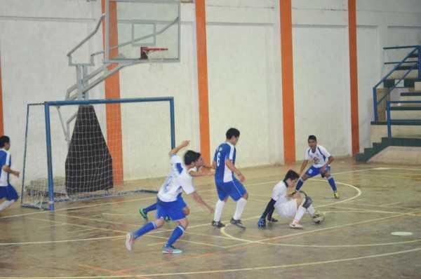 Momentos del compromiso jugado en la final de futsal. (Foto: El Chaqueño)