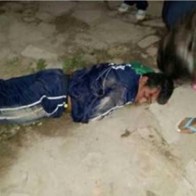 El motociclista después del accidente. (Foto: WhatsApp)