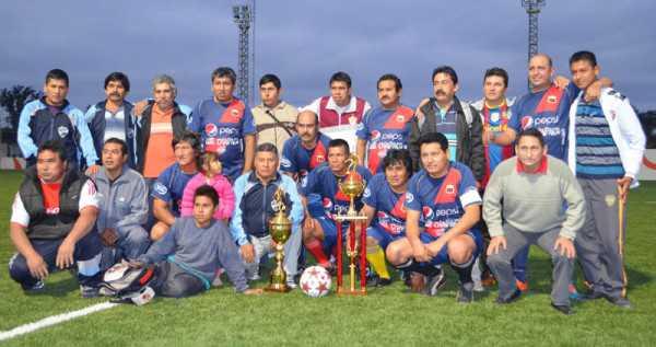 Lubricentro campeón del Super Senior. (Foto: El Chaqueño)