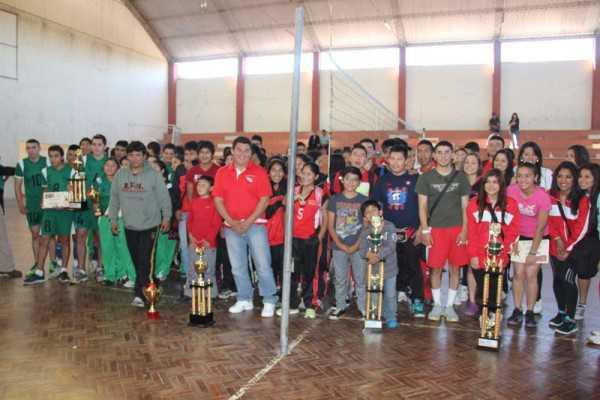 Cercado se quedó con el título en categoría damas y varones. (Foto: El Chaqueño)