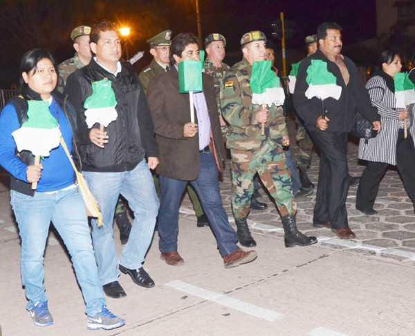 Desfile de Teas en conmemoración a la fundación de Villa Montes. (Foto: El Chaqueño)