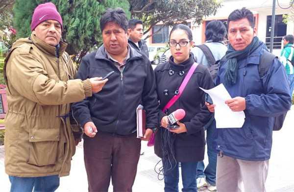 Dirigencia de los trabajadores de la prensa junto a Nataly Herrera. (Foto: El Chaqueño)