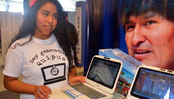 Las QUIPUS fueron entregadas a 4.000 alumnos en Villa Montes. (Foto: comunicacion.gob.bo)